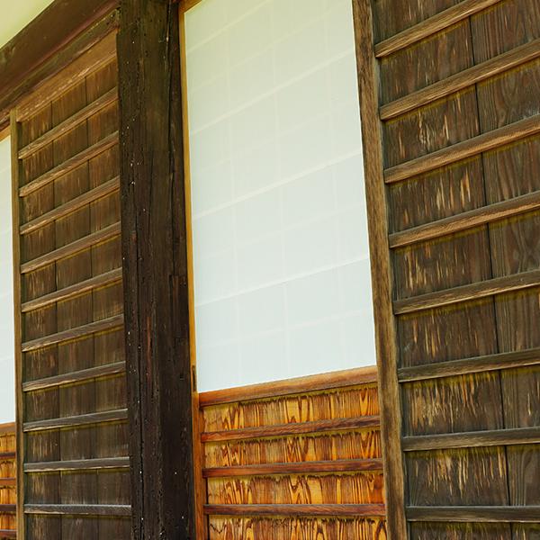趣のある古い禅寺の廊下
